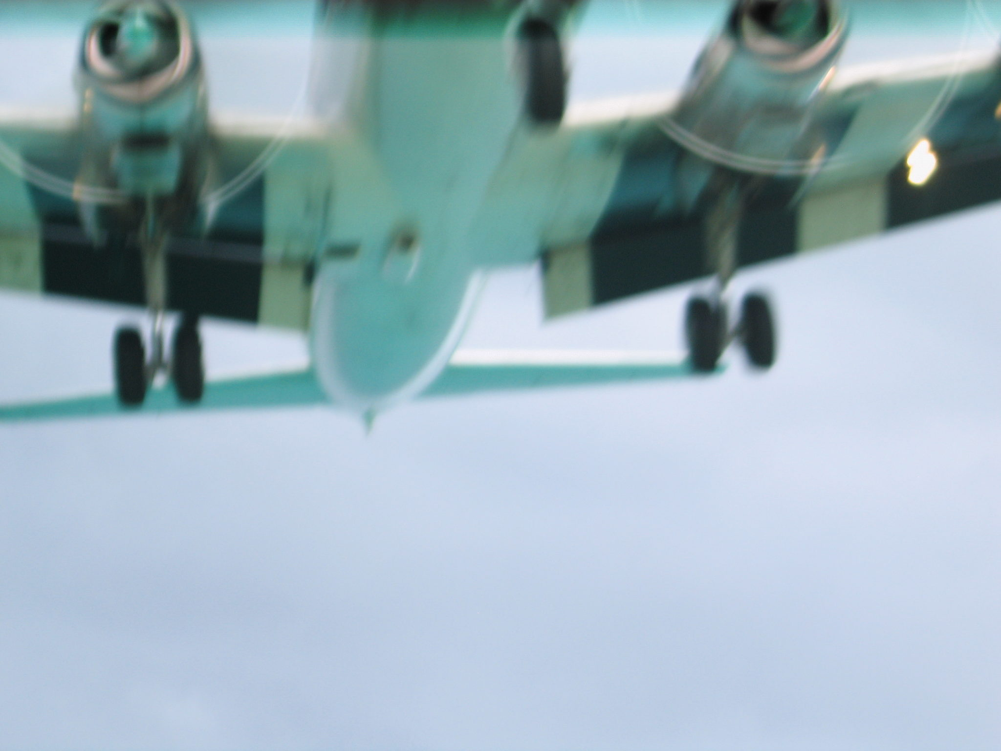 DC7 landing St Maarten