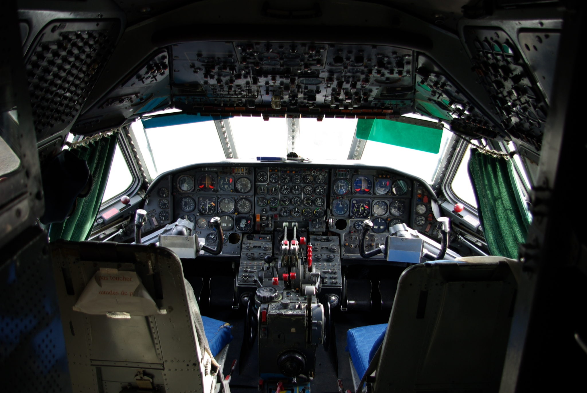 Sud-Aviation_Caravelle_-_Cockpit_(MAA)