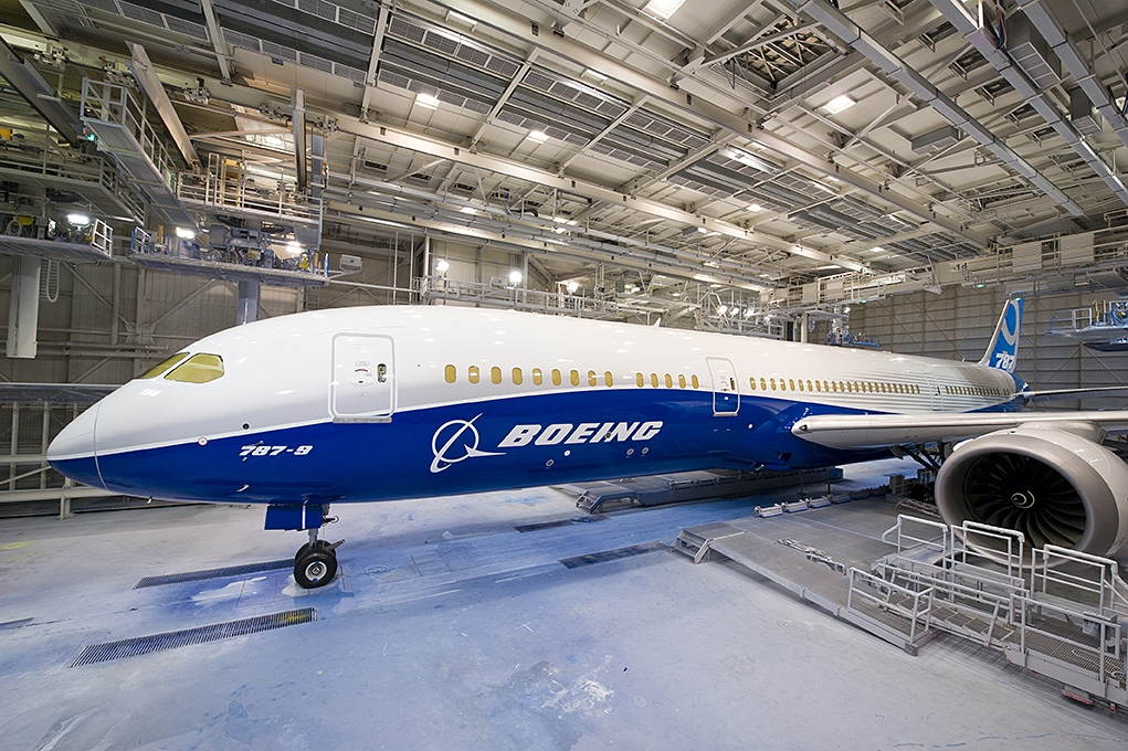 787-9 Paint hangar  rollout