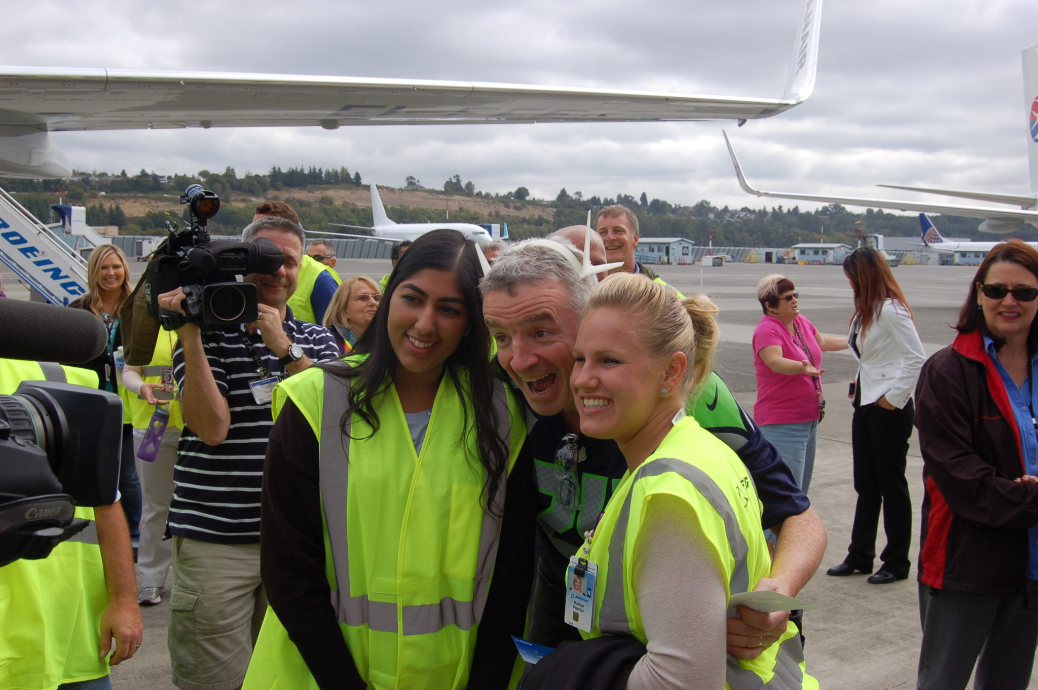 Ryanair CEO Michael O'Leary clowns around with Boeing employees at the delivery of the carrier's 389th 737-800, 9/9/14. Photo by Scott Hamilton
