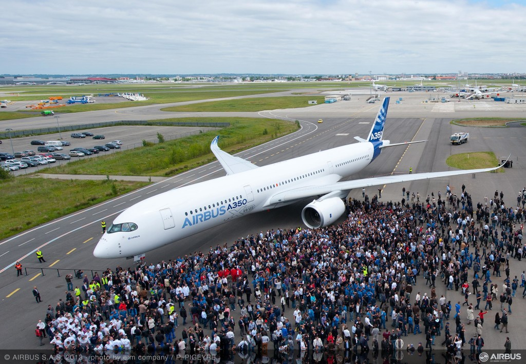 A350_XWB_out_of_paint_shot_with_team