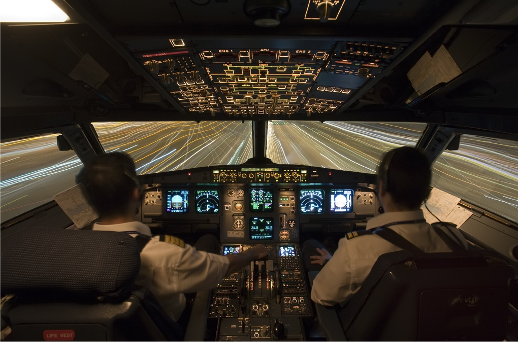 Turkish_Airlines_Airbus_A321_cockpit_Karakas